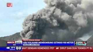 Bromo Keluarkan Abu Vulkanik Setinggi 900 Meter