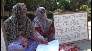 अनिश्चितकालीन धरने पर बैठीं बीपीएस विवि की दो महिला कर्मचारी