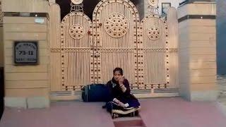 ससुरालियों ने अंदर आने से रोका तो धरने पर बैठी बहू