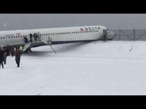 Plane SKIDS off New York runway during Snow Storm News Video