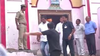 Rahul Gandhi visits Hanuman Garhi temple
