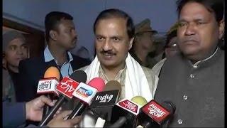 लूट के पैसे के लिए हो रही सपा में लड़ाई- महेश शर्मा