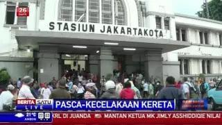 Calon Penumpang Menumpuk di Stasiun Jakarta Kota