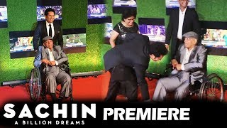 Sachin Tendulkar TOUCHES His Coach Achrekar Sir's Feet At Sachin A Billion Dreams GRAND PREMIERE