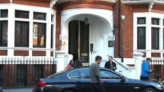 Raw: UK Police Stakeout of Julian Assange Lifted