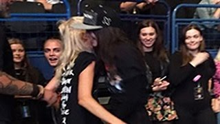 Kendall Jenner & Cara Delevingne Go Insane Dancing To Ex Harry Styles At 1D's Concert