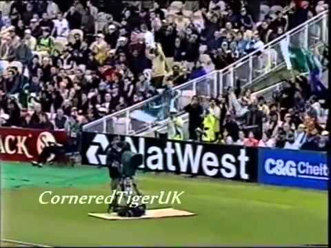 Magnificent Waqar Younis Stunning Six of Darren Gough 2001 - Cricket Classic Video