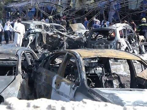 Raw- Twin Car Bombs Kill at Least 15 in Baghdad News Video