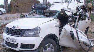 तूफान से गाड़ी पर गिरा वृक्ष, 2 लोगों की मौत