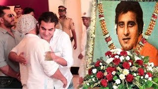 Bollywood Celebs At Vinod Khanna's Prayer Meet