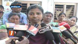 Lover cheated Girl | Woman Stages Protest In Front Of Lovers House In Narsapur | Be Careful | iNews