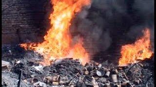 चलती बस और गोदाम में लगी भीषण आग