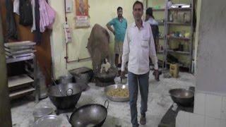 नकली दूध दूध बनाने की फैक्ट्री पर फ़ूड विभाग का छापेमारी