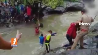 55 Students Stuck at Devkund Waterfalls | Police Rescued | Maharashtra | iNews