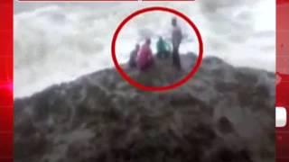 जानलेवा साबित हुआ सेल्फी का क्रेज, समुद्र में बहे तीन लोग