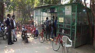 पर्यावरण बचाओ' संदेश के साथ रामजस कॉलेज के छात्रों ने निकाली साइकिल रैली