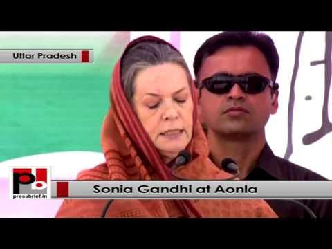 Sonia Gandhi at Aonla in Uttar Pradesh, attacks divisive BJP and anti-people SP, BSP