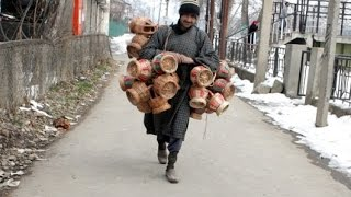 Cold waves intensify in J&K, temperature dips. Leh coldest News Video