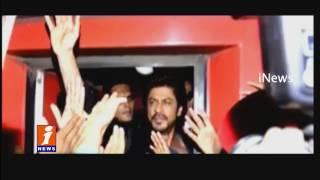 Shah Rukh Khan's Rail Ride  Fans Cause Stampede At Vadodara Railway Station   1 Dead   iNews