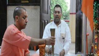 सीएम योगी ने पहले भगवान फिर जनता के दरबार में लगाई हाजिरी, लोगों को दिलाया इंसाफ का भरोसा