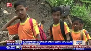 Siswa Sragen Nekat Seberangi Sungai ke Sekolah