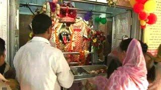 नवरात्र का पहला दिन, रोहिणी के काली माता मंदिर में उमड़ी भक्तों की भीड़