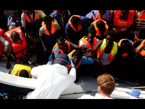 978 Migrants rescued in one day in Mediterranean Sea News Video