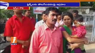 TRS Leaders Attack On Yellandu Municipal Commissioner Over TRS Flexi Issues | iNews