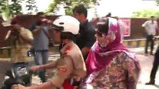 Watch- CM Mehbooba Mufti enjoys scooty ride