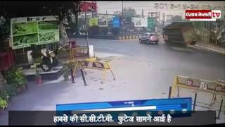 Live video- an over-loaded truck crushes a Fortuner SUV at BSF Chownk