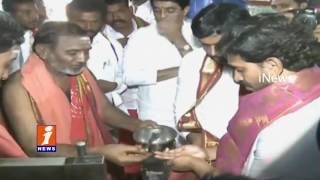 YS Jagan Prayers Siddeshwara Temple At Omkaram   Rythu Barosa Yatra in Kurnool   iNews