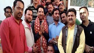 नैना देवी के दरबार पहुंचे गुरदास मान, श्रद्धालुओं ने ली Selfie