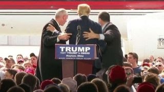 Secret Service shields Trump from protestors at Ohio rally