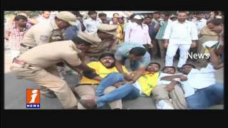 TNSF Leaders Protest For Pending Fee Reimbursement At Minister's Quarters   Hyderabad   iNews