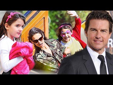 Katie Holmes & Suri Cruise - Look Dad, No Hands ... Dad?
