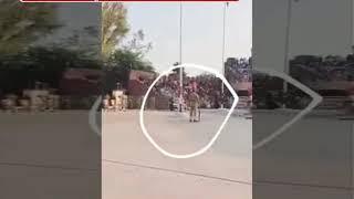 बीटिंग रिट्रीट के दौरान गिरा पाकिस्तानी सैनिक, भारतीयों ने  जमकर उड़ी खिल्ली