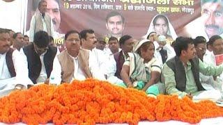 पूर्व प्रधानमंत्री इंदिरा गांधी की जयंती पर कांग्रेस के पूर्व विधायक ने अस्पतालों में बांटे फल
