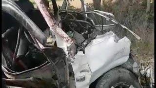 तेज रफ्तार डंपर से टकराई कार, 8 की मौत