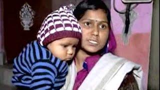 ससुराल के बाहर धरने पर बैठी विवाहिता