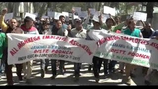 पुंछ में मनरेगा कर्मचारियों का प्रदर्शन, मंत्री पर गुमराह करने का आरोप