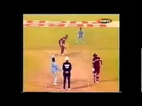 Sachin- Brian Lara CLEAN BOWLED (RARE video) - Cricket Classic Video