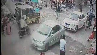 महिला के गले से झपटी चेन, CCTV कैमरे में कैद हुई वारदात