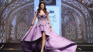 Gorgeous Sushmita Sen WALKS The Ramp At Lakme Fashion Week 2017 Grand Finale