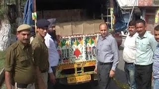 चैकिंग के लिए रोकी गाड़ी से बरामद हुई 135 पेटी शराब, चालक फरार