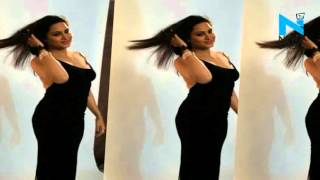 Model Arshi Khan fulfils her promise by exposing her back News Video