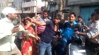 Video - दिल्ली में मजनू की चप्पलों से जबरदस्त पिटाई