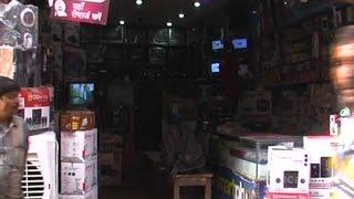 दिल्ली - बेख़ौफ़ चोरों ने एक ही रात में 4 दुकानों पर लगाई सेंध