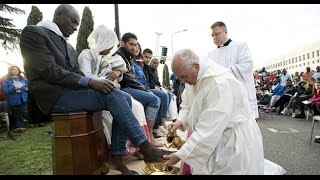 Pope Francis washes feet of Muslim, Hindu refugees News Video