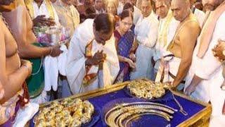 Telangana CM KCR offers Rs 5 crore gold at Tirupati