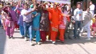 नोटबंदी पर भाजपा को महिलाओं का सहारा !